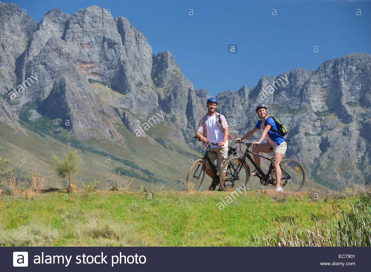 Couple cycling on mountain track - Stock Image