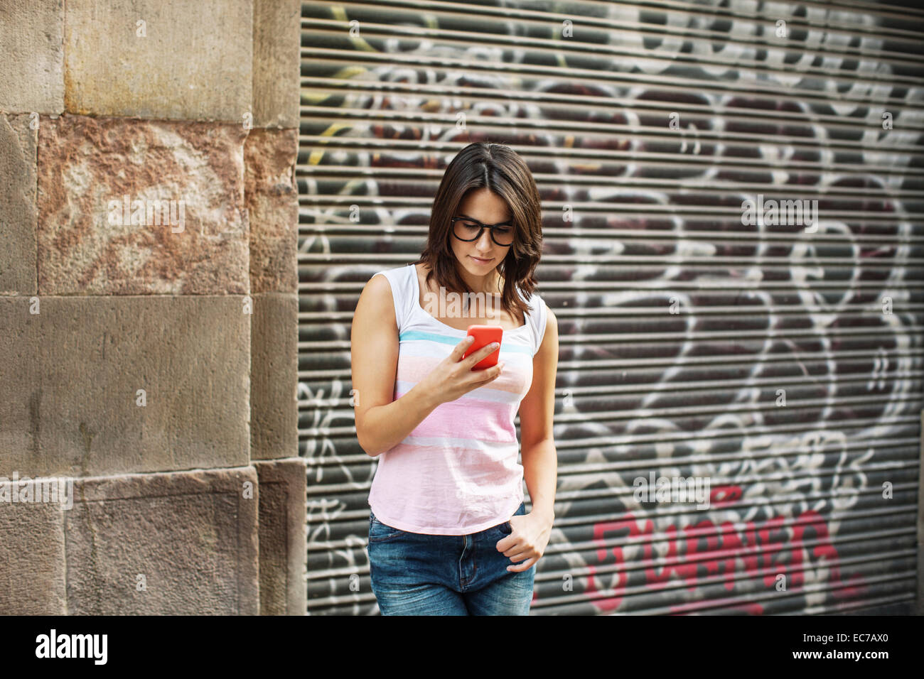 Young woman reading SMS - Stock Image