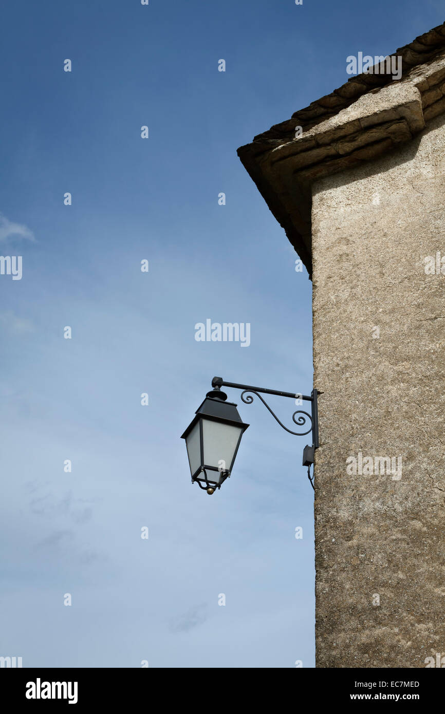 lamp post wall - Stock Image