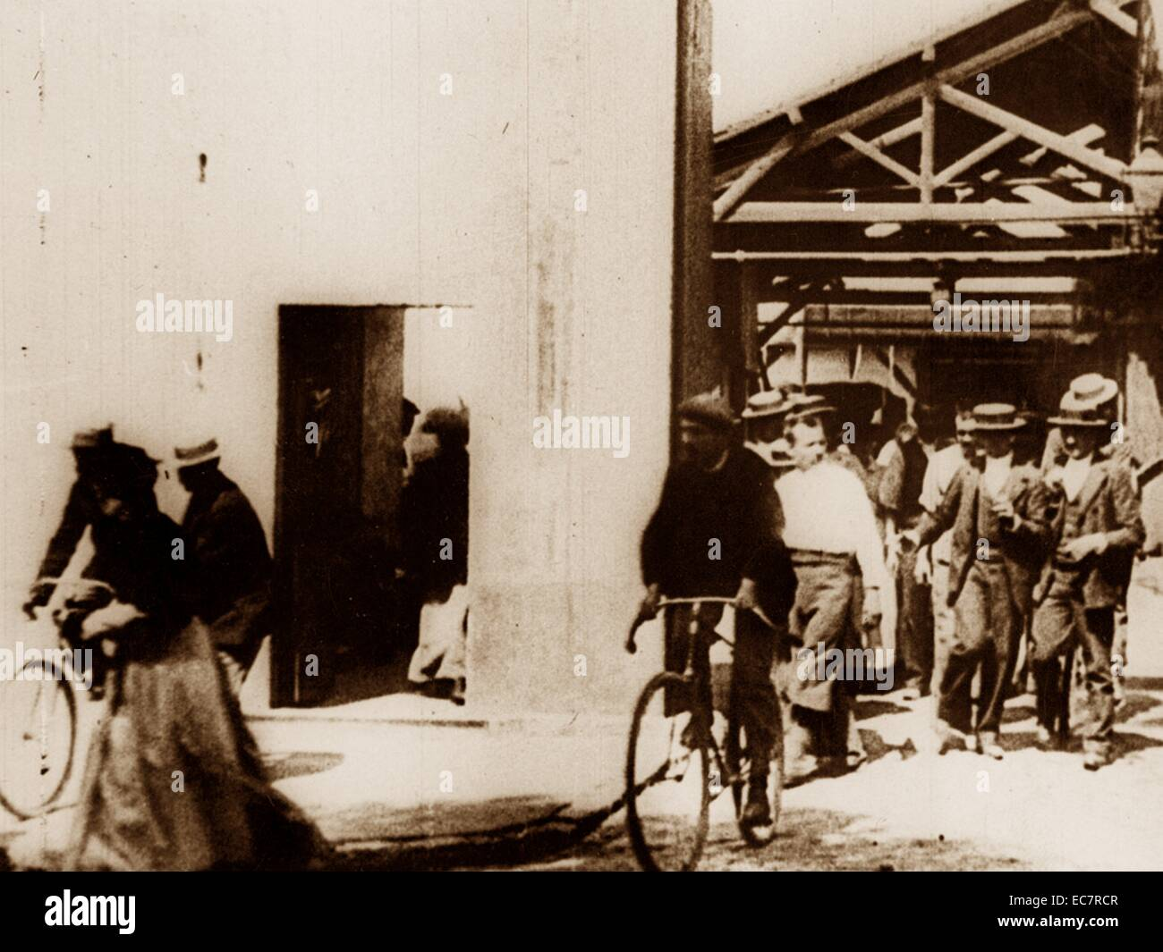 Workers leaving the Lumière factory in Lyon - Stock Image