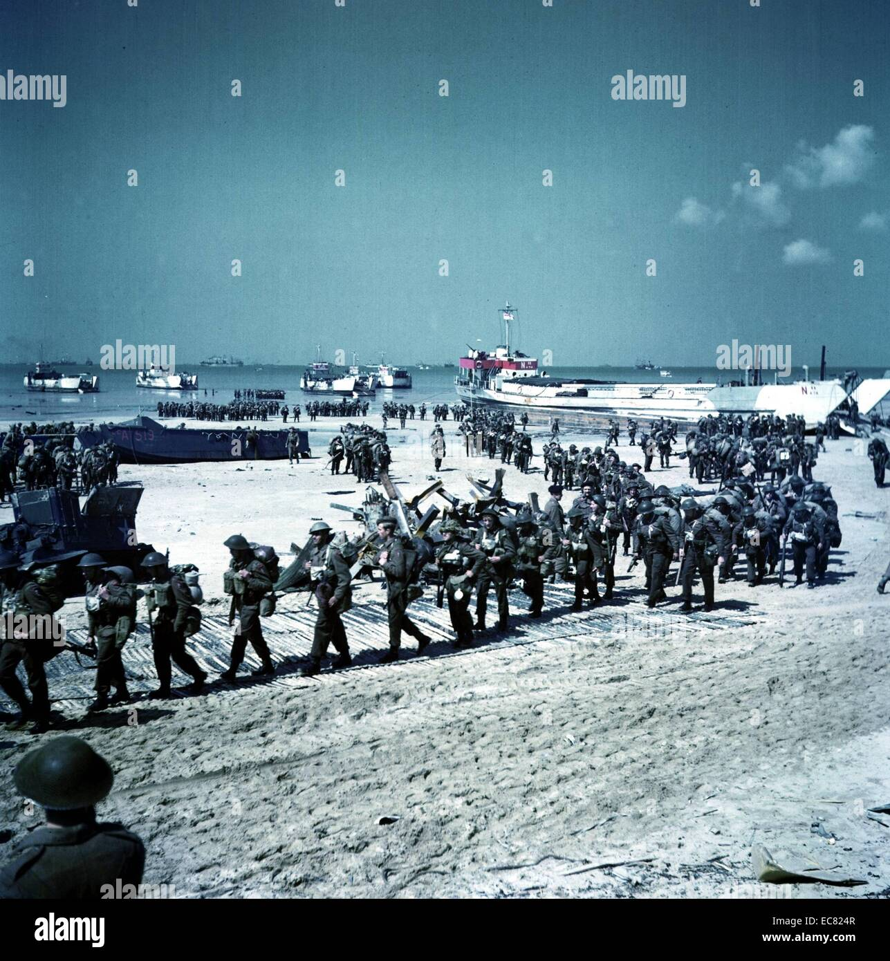 Canadian soldiers being deployed on Juno Beach, Normandy. This image was taken after the initial D-Day landings. - Stock Image