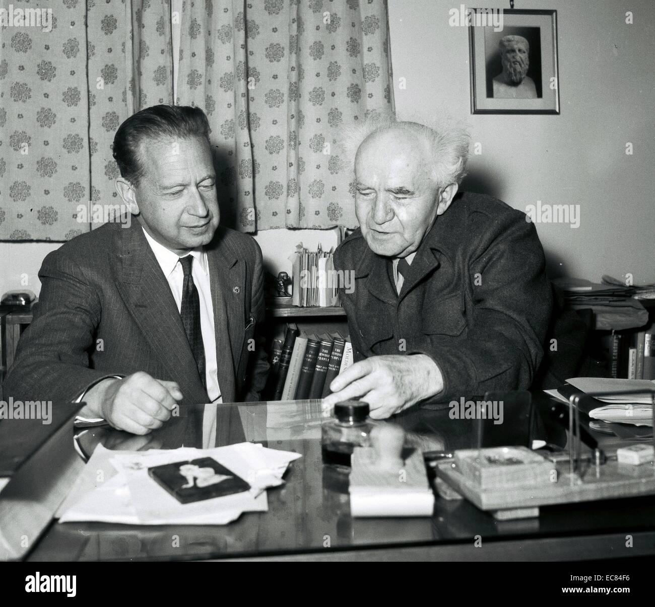 Photograph of Mr. Dag Hammarskjöld (1905-1961) and Israeli Prime Minister Ben Gurion (1886-1973) . Dated 1959 - Stock Image