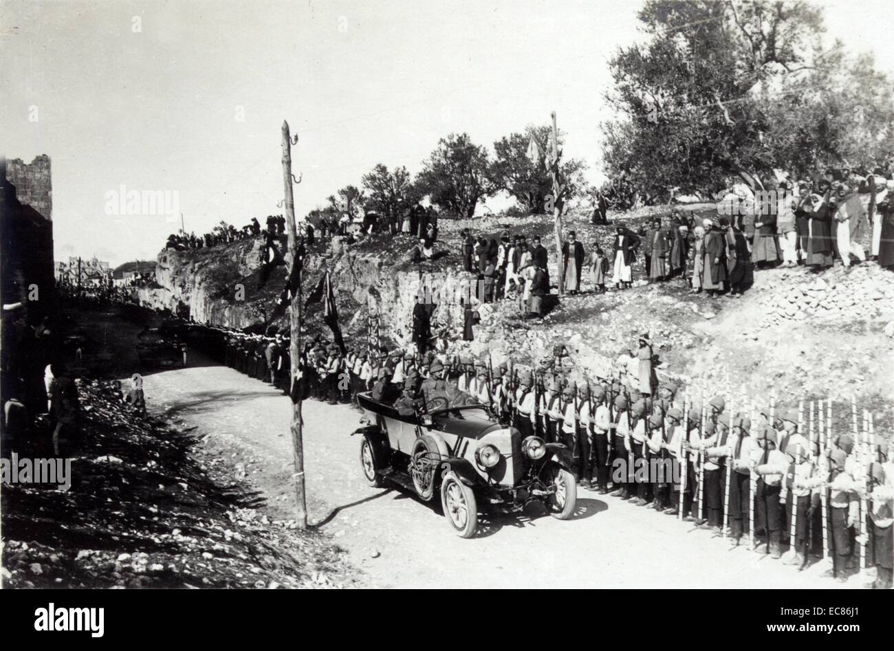 Turkish military commander reviews troops in Palestine 1916 - Stock Image