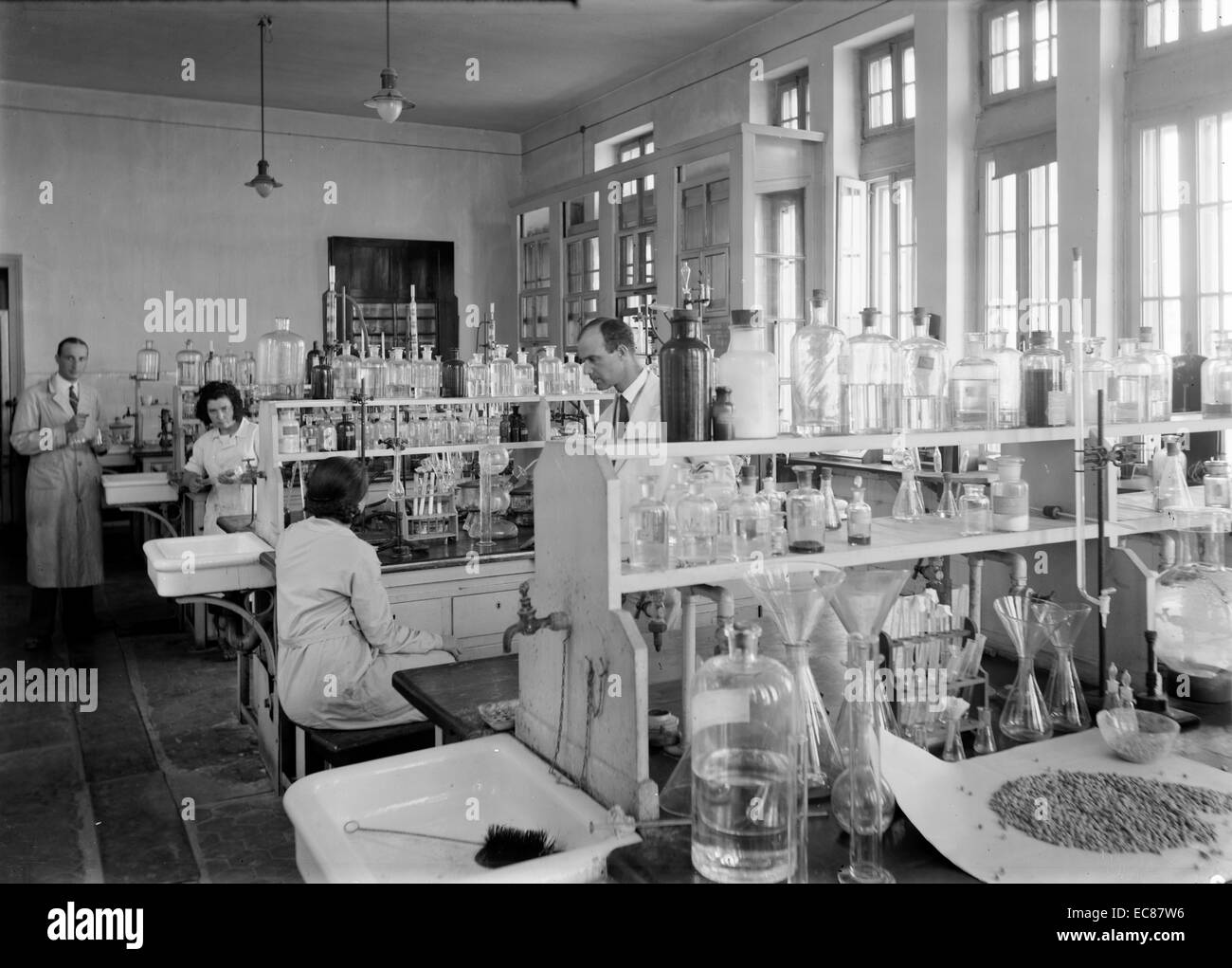 Photograph of the Chemistry laboratory at The Hebrew University, Jerusalem. Dated 1936 Stock Photo