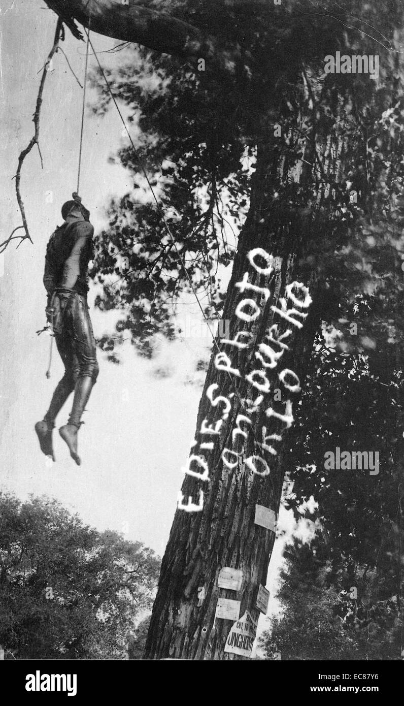 Photograph of the Lynching of Bennie Simmons, soaked in coal oil before being set on fire. Anadarko, Oklahoma. Dated - Stock Image