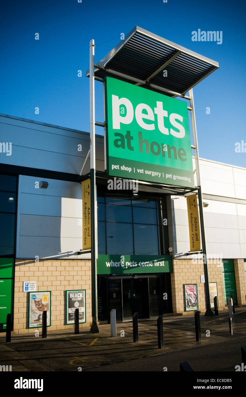 pets at home shop shops chain retailer uk store stores out off town superstore superstores  brand brands retailers - Stock Image