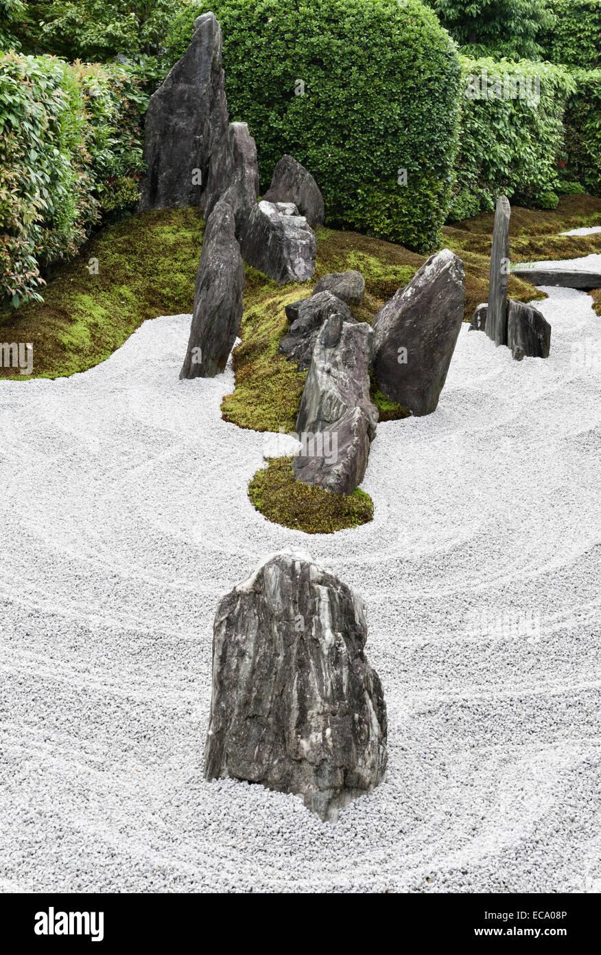 Zuiho-in zen temple, Daitoku-ji, Kyoto, Japan. Rocks and gravel in the South Garden - Stock Image
