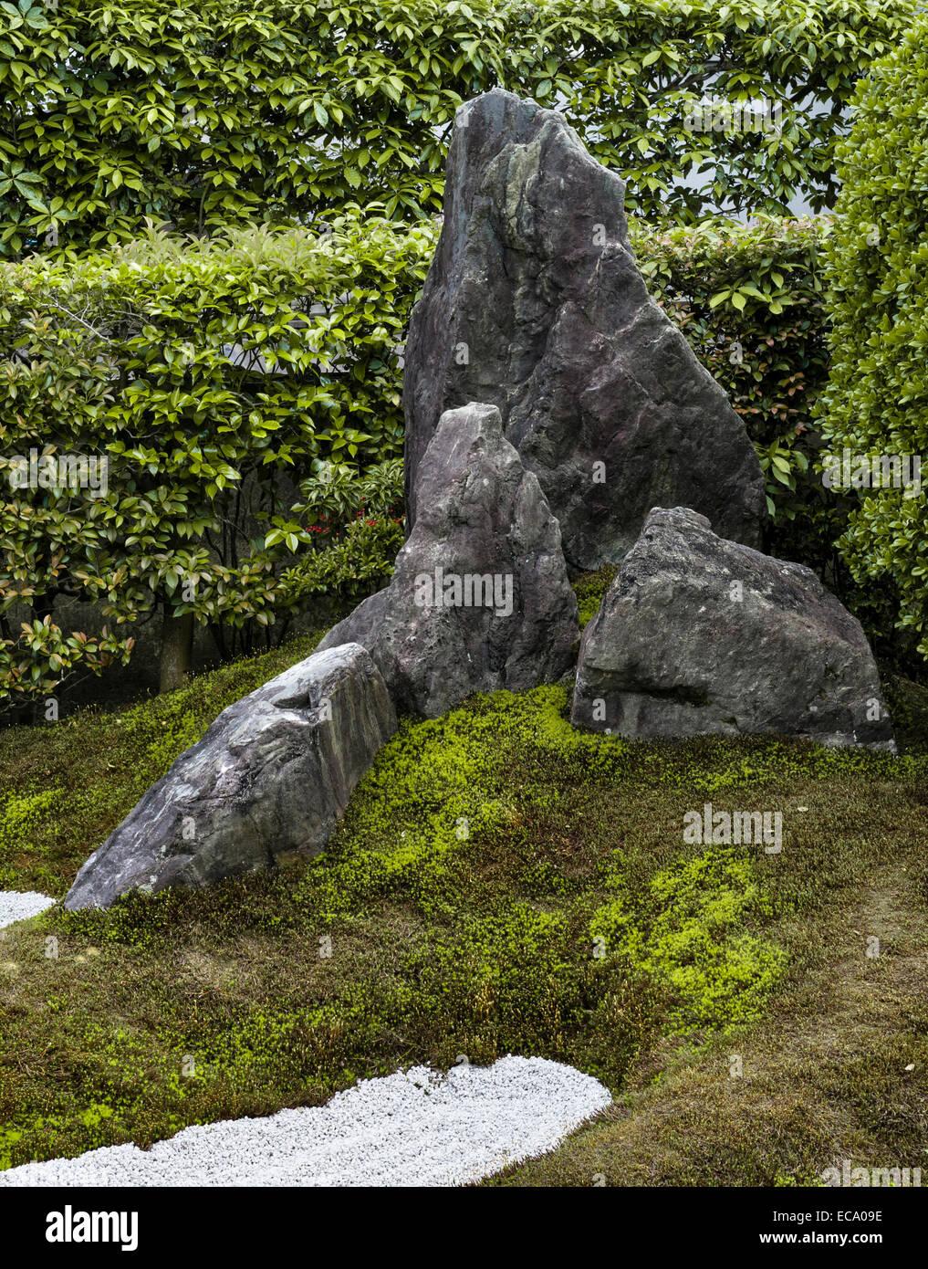 Zuiho-in zen temple, Daitoku-ji, Kyoto, Japan. This rock in the South Garden symbolises Mt Horai - Stock Image