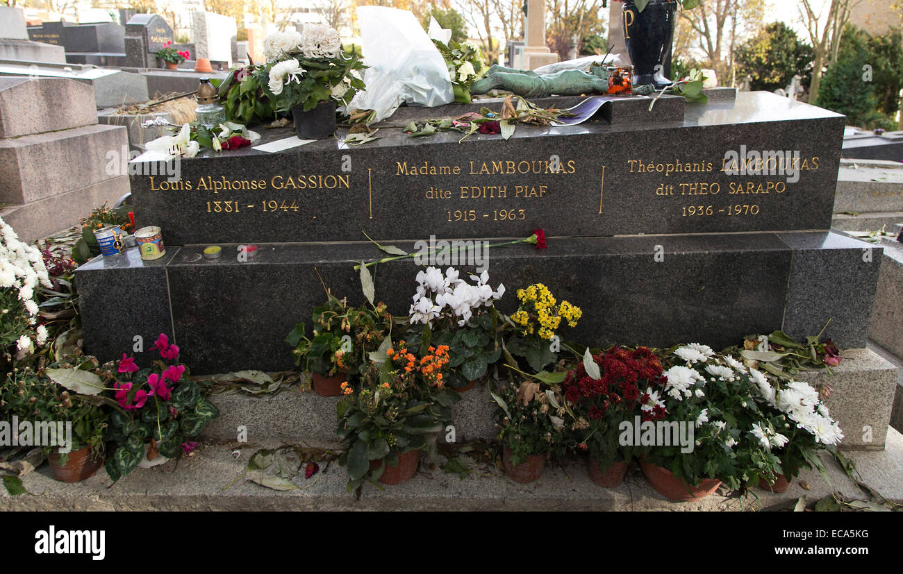 Tomb Of Edith Piaf And Family Pere Lachaise Cemetery Paris France