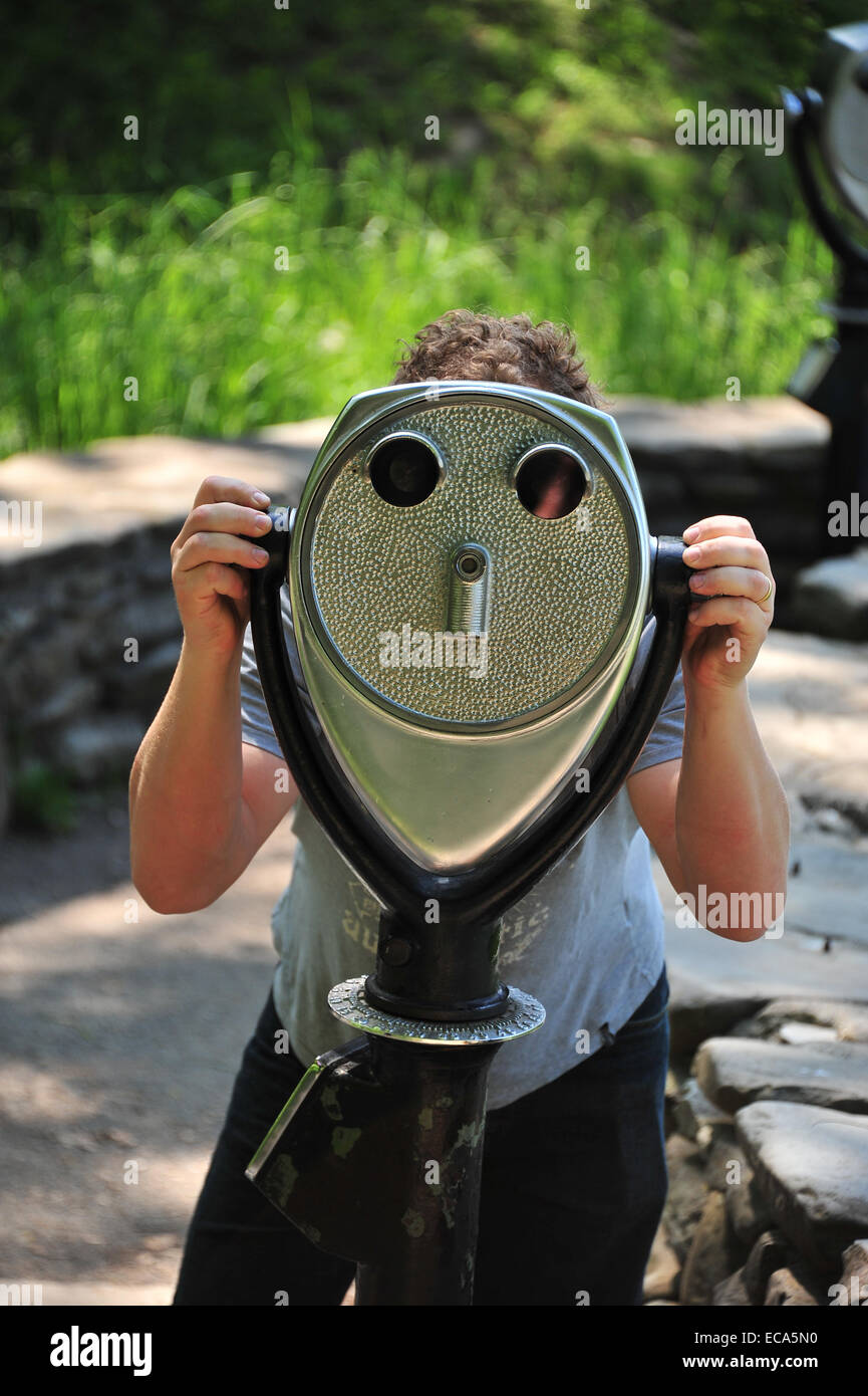 Person at binoculars, viewpoint of Letchworth State Park, State New York, United States - Stock Image