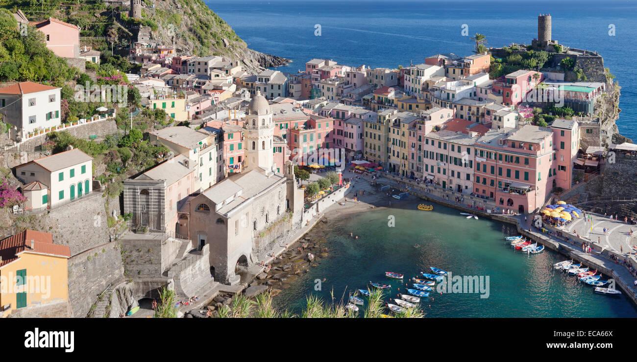 Townscape, Vernazza, Cinque Terre Riviera di Levante, Province of La Spezia, Liguria, Italy - Stock Image