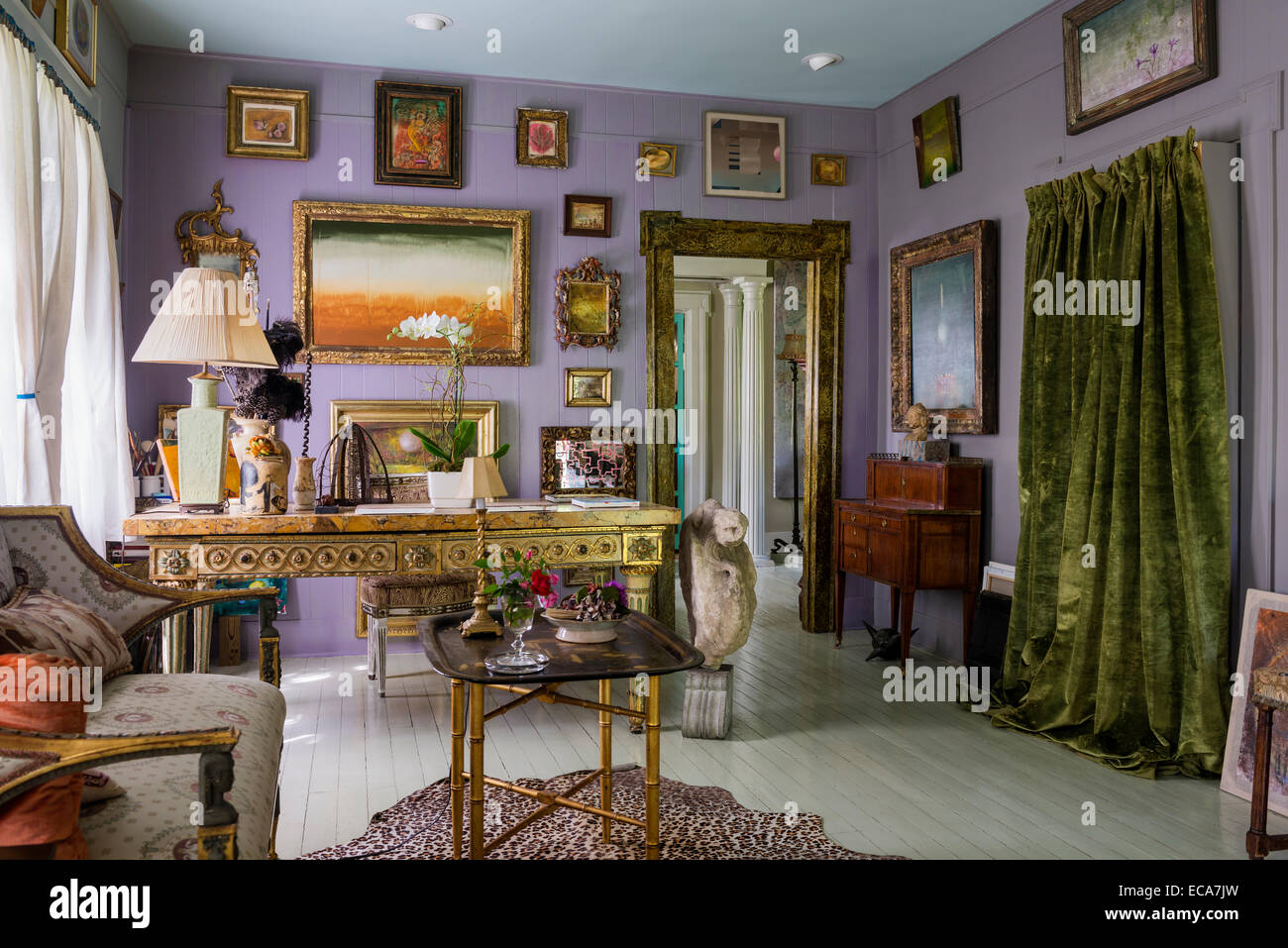 18th century gilded Italian table with marble top in living room with Salle Werner Vaughn artwork adorning the walls - Stock Image
