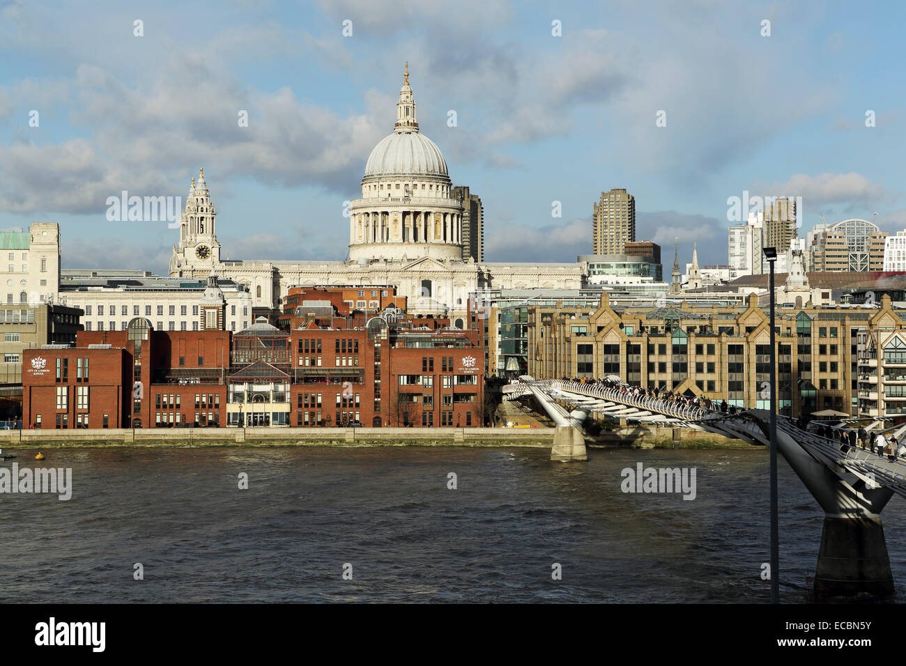 St Paul's Cathedral in London, England. The London Millennium Footbridge (Millennium Bridge) spans the River - Stock Image