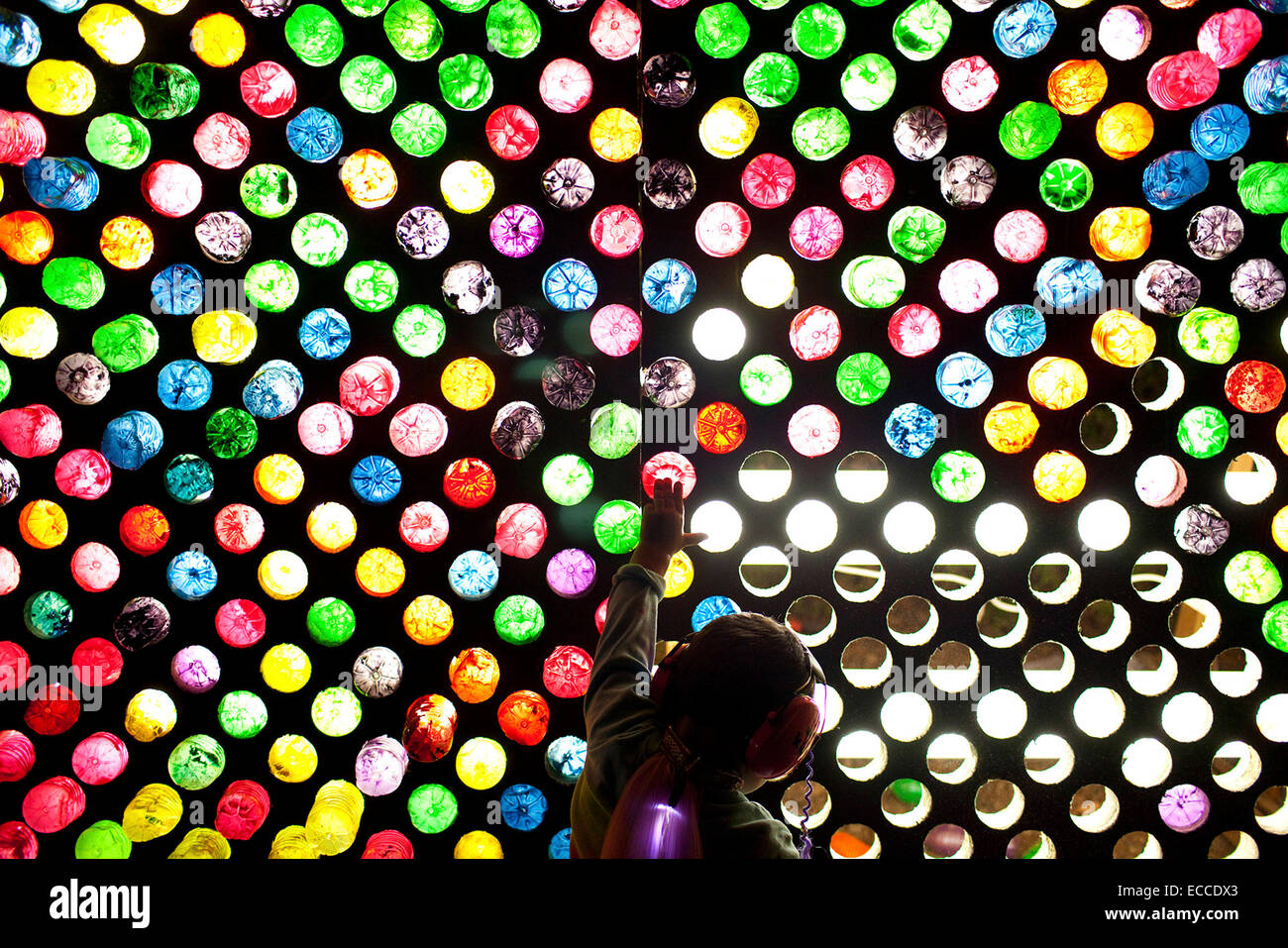 A child plays with an enormous Lite-Brite. - Stock Image