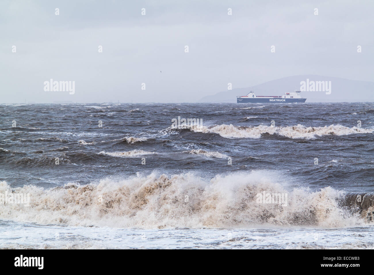 Fleetwood, Lancashire, UK. 11th December, 2014. The seas around the Lancashire coast are still very rough following - Stock Image
