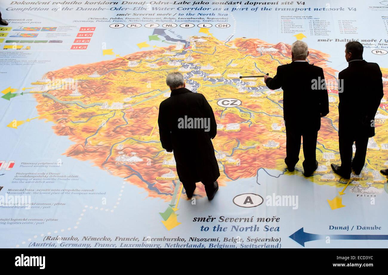Prague, Czech Republic. 11th December, 2014. Presidents from left Heinz Fischer (Austria), Milos Zeman (Czech Republic) - Stock Image