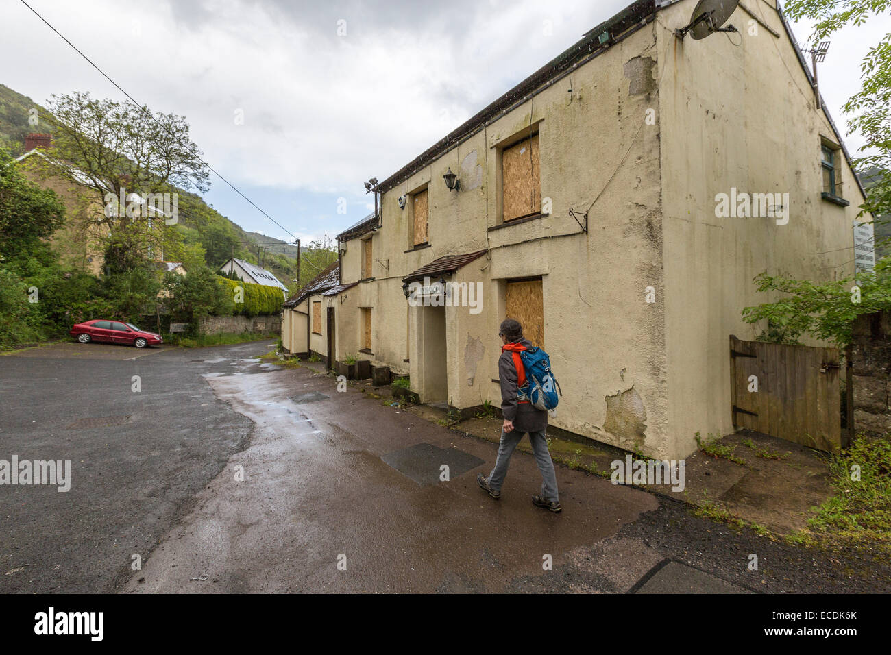 Drum & Monkey pub, closed & boarded up after compulsory purchase to widen the A465 Heads of the Valleys - Stock Image