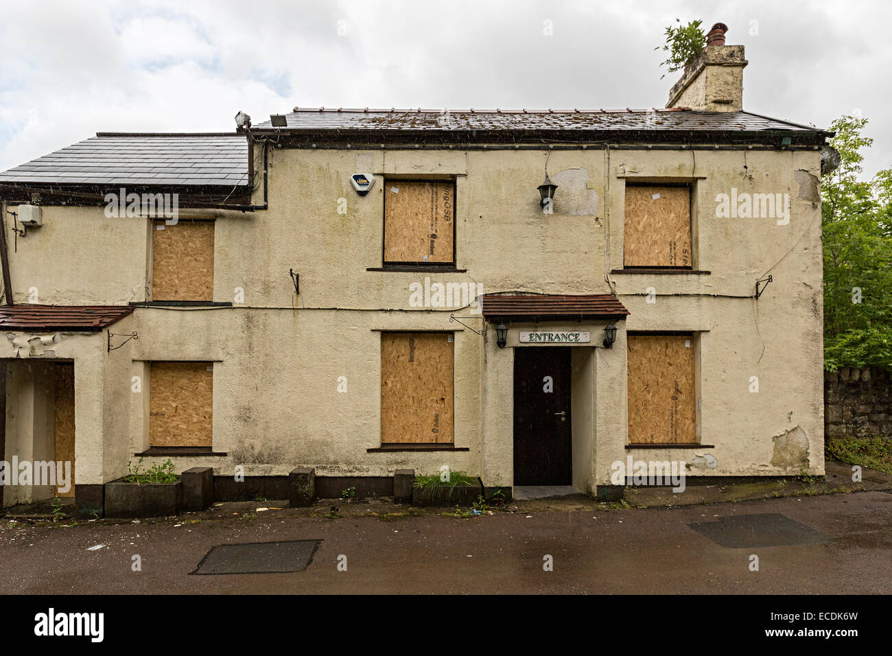 Drum & Monkey pub, closed and boarded up after compulsory purchase to widen the A465 Heads of the Valleys road, - Stock Image
