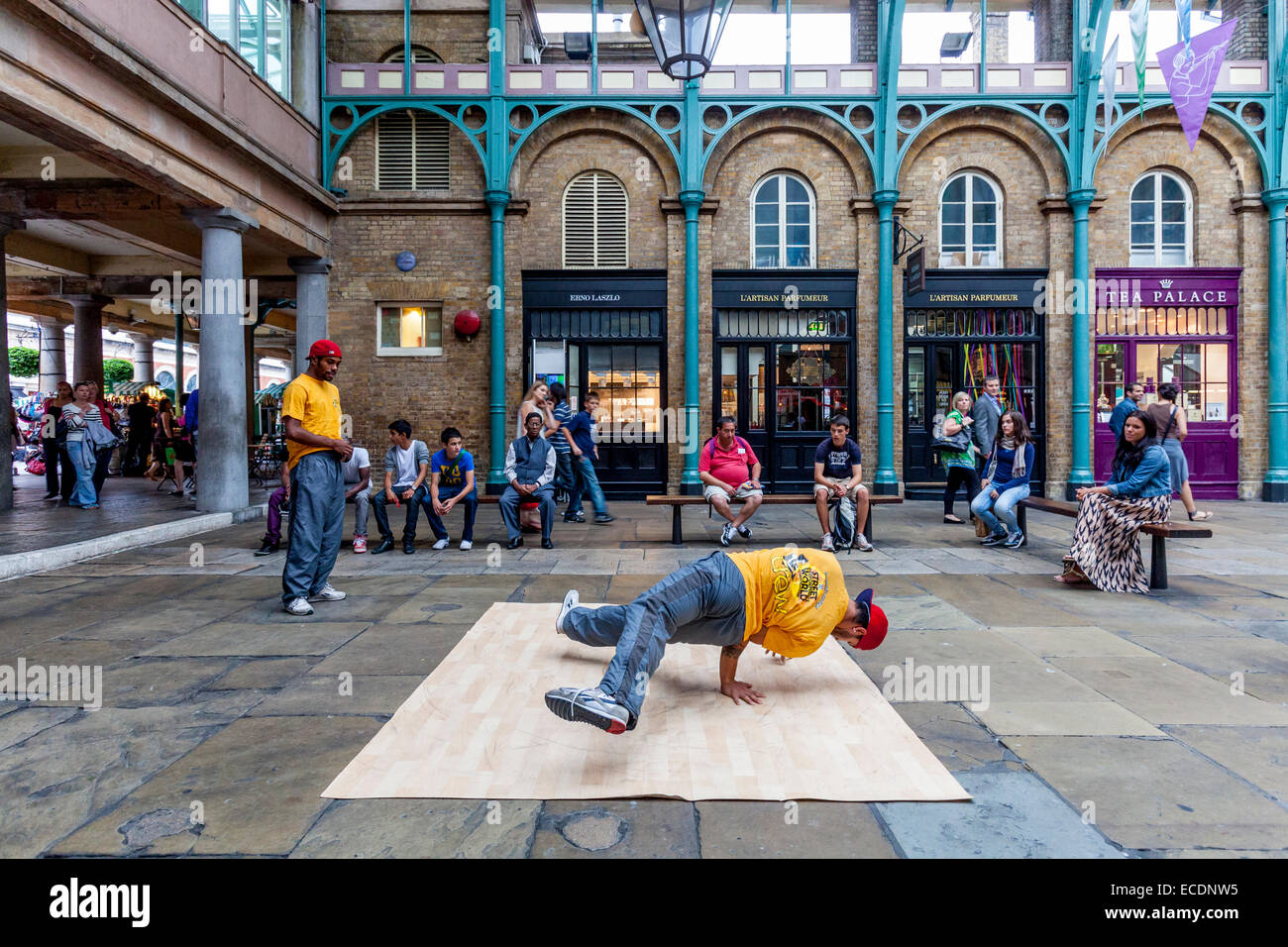 Street Entertainers In Covent Garden, London, England - Stock Image