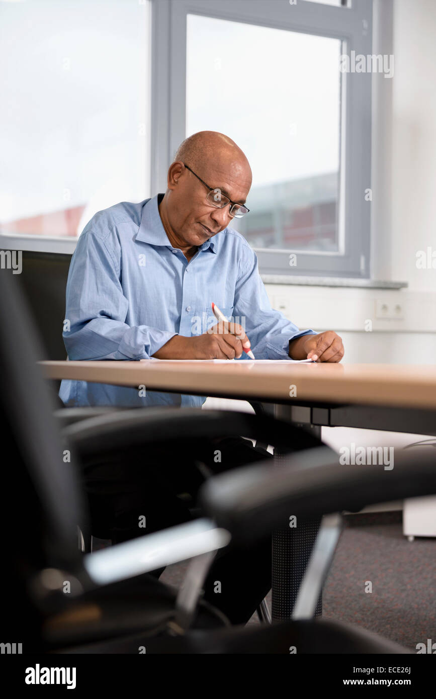 Businessman Afrikaner working Confidence contract - Stock Image
