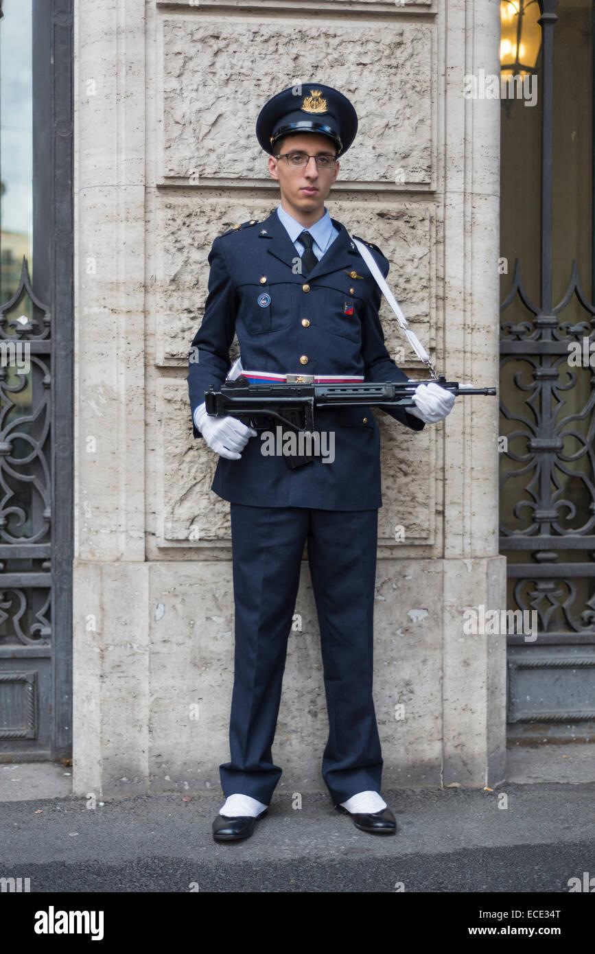 Guard at the Palazzo Madama, Italian Senate, Rione VIII S. Eustachio, Rome, Lazio, Italy - Stock Image