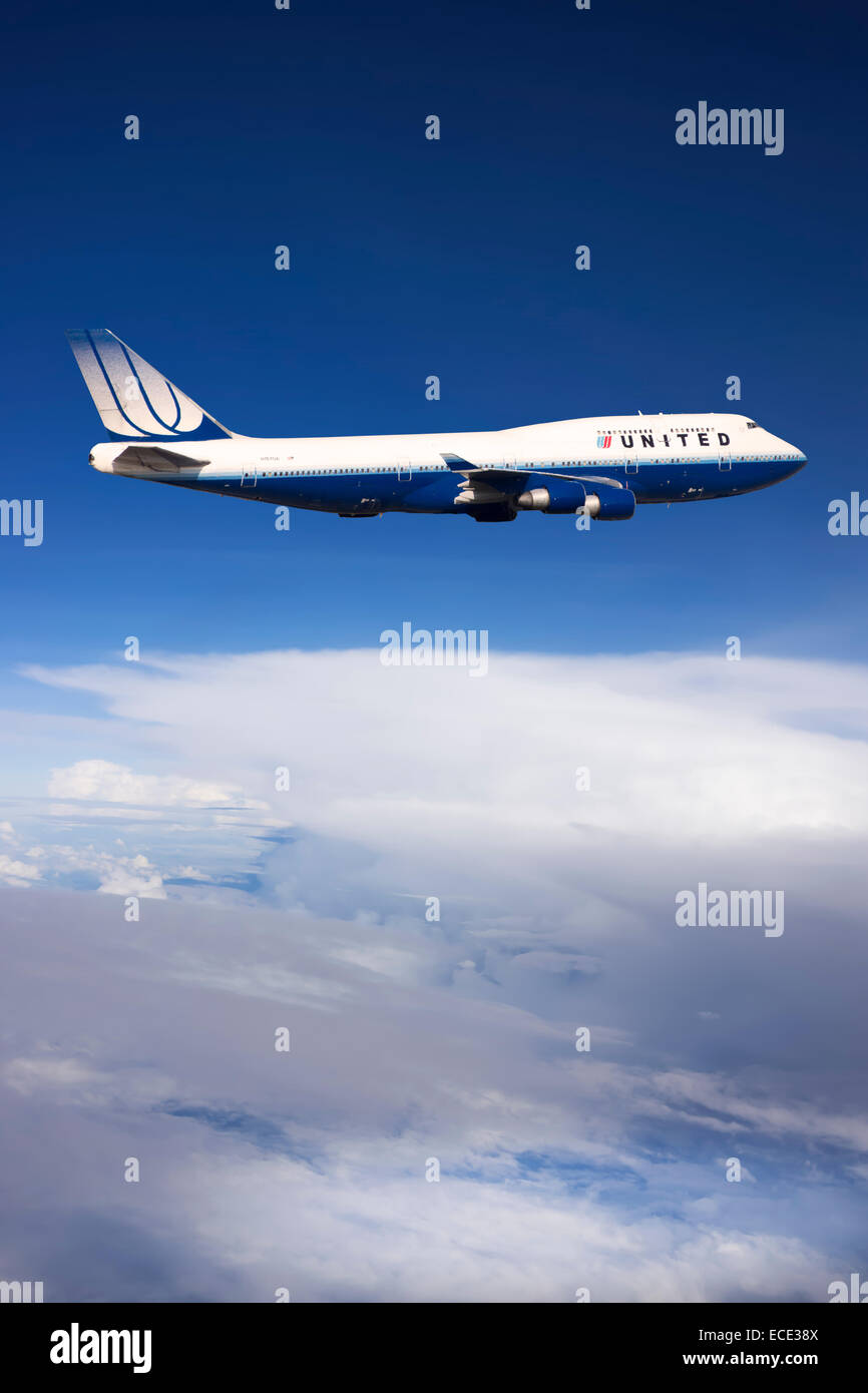 United Airlines Boeing 747-422 N104UA in flight - Stock Image