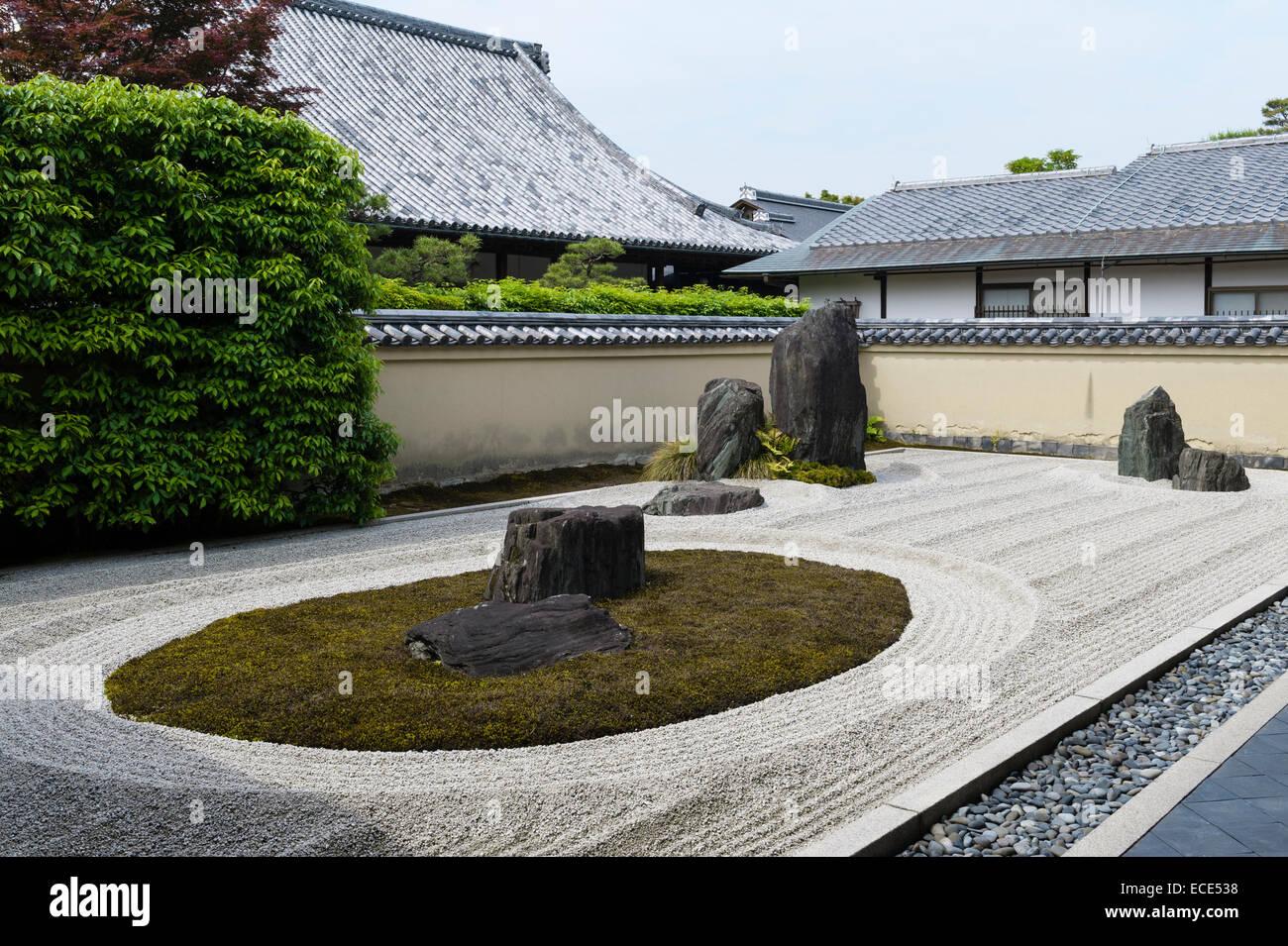 Ryogen-in Temple, Daitoku-ji, Kyoto, Japan. The 'turtle island' in the Isshidan garden - Stock Image