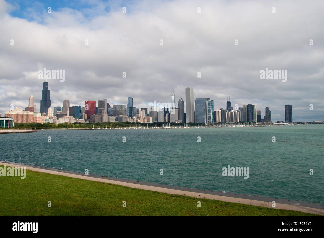Chicago Skyline Stadt Staedte Gebaeude Haus Haeuser Wolkenkratzer hoch hohe Willis Tower Sears See Teich in Architektur - Stock Image