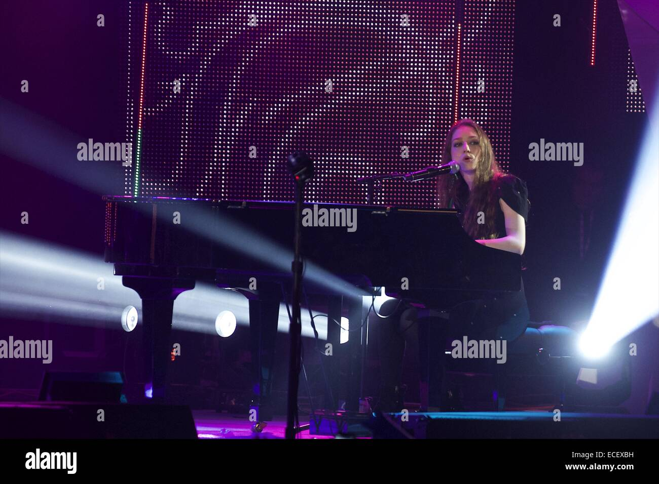 Madrid Spain 12th Dec 2014 Birdy Performs During 40 Principales