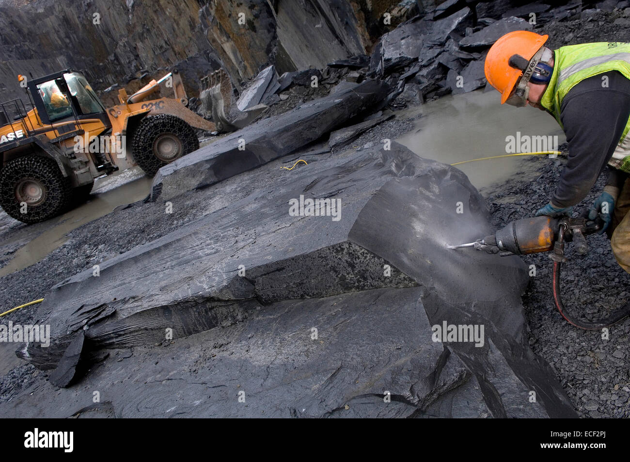 Quarryman Dave Cowerd splits some Kirkby Stone at Burlington Slate ltd in Cumbria,United kingdom. Stock Photo