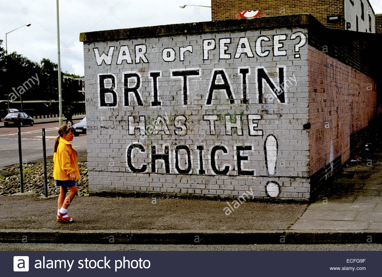 Northern Ireland, painting wall in Londonderry - Stock Image