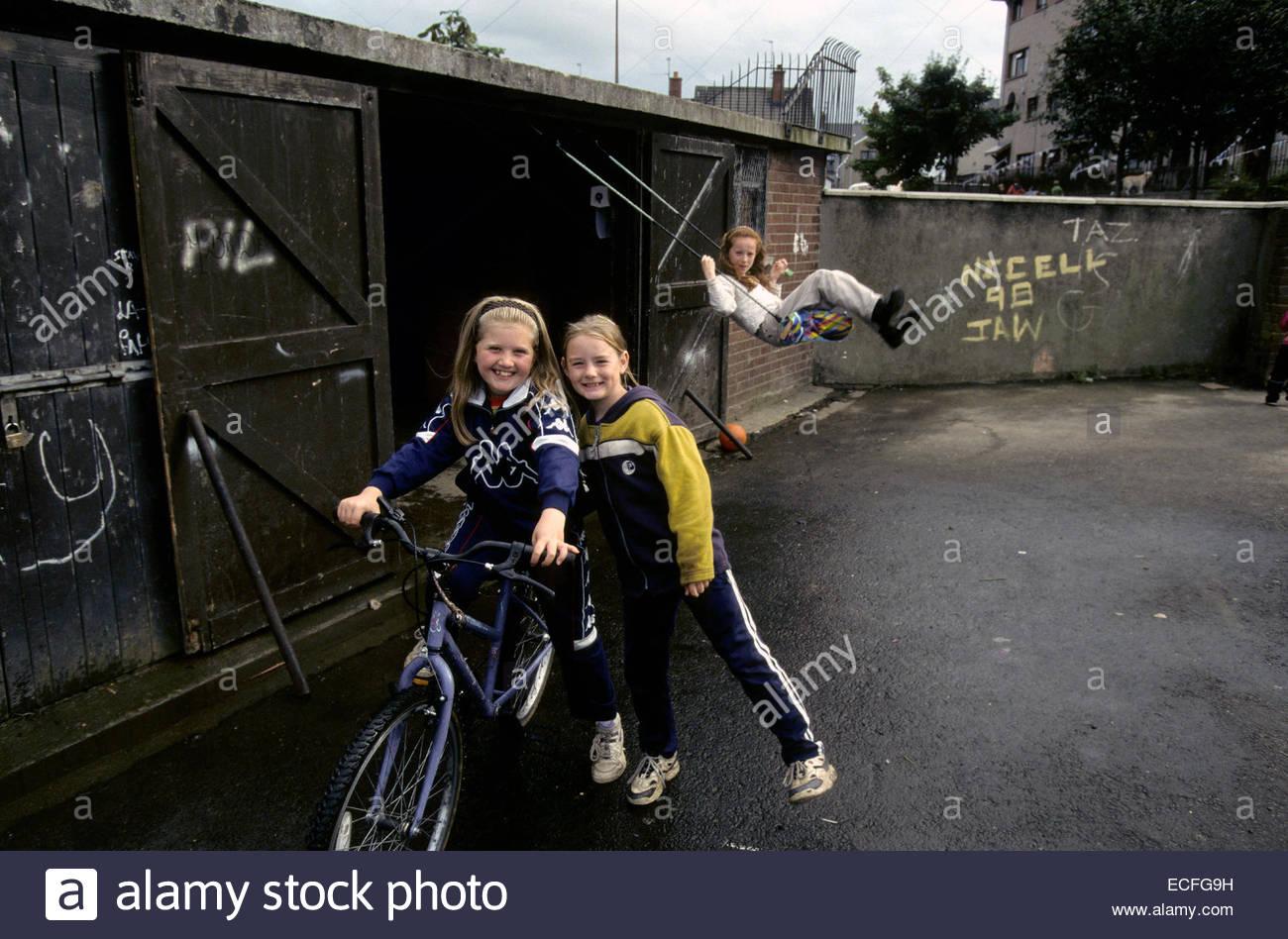 Northern Ireland, Belfast. Playing children in Bogside, catholic area. - Stock Image