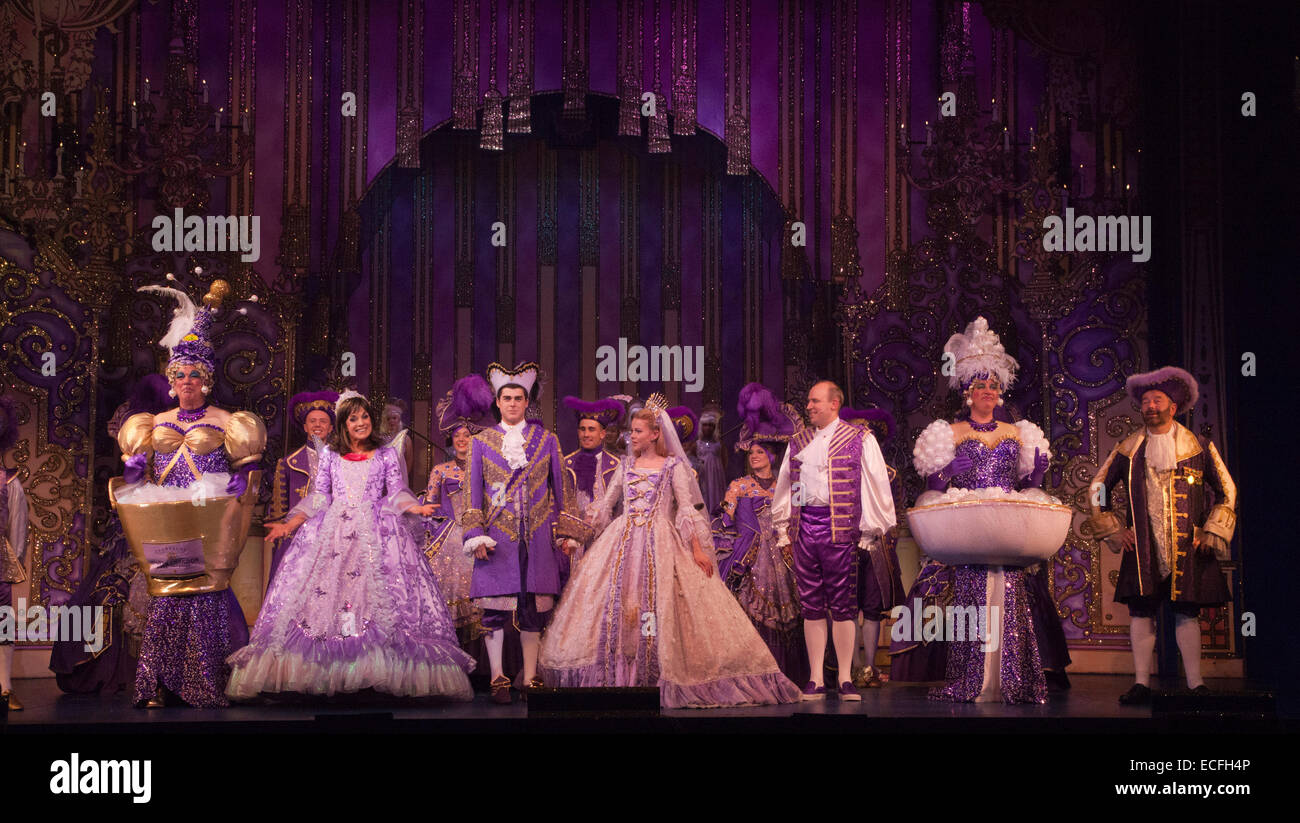 Dress rehearsal of the pantomime Cinderella starring Dallas actress Linda Gray as the Fairy Godmother at the New - Stock Image