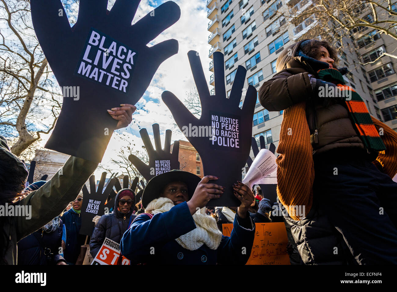 New York, USA. 13th December, 2014. Ten days after a Staten Island Grand Jury failed to indict Police Officer Daniel - Stock Image