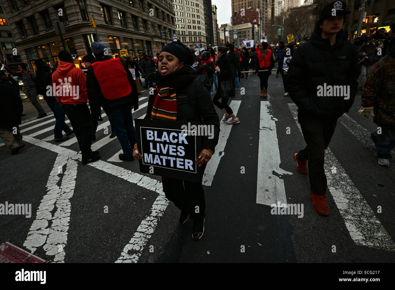 New York, USA. 13th December, 2014. A woman holding a sign reading, 'Black lives matter' was one of thousands - Stock Image