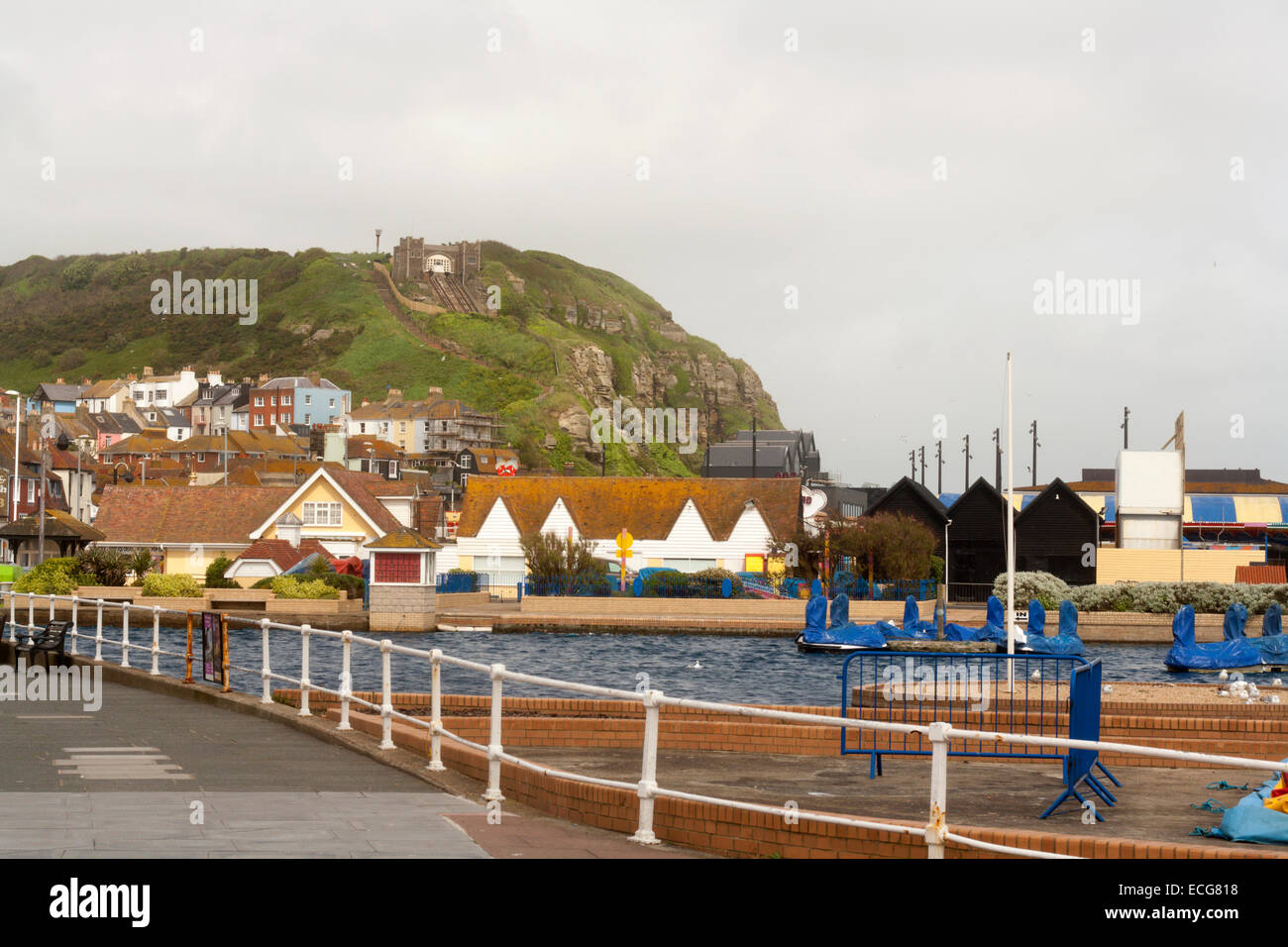 Hastings old town in east Sussex with vernacular railway scaling the cliff - Stock Image