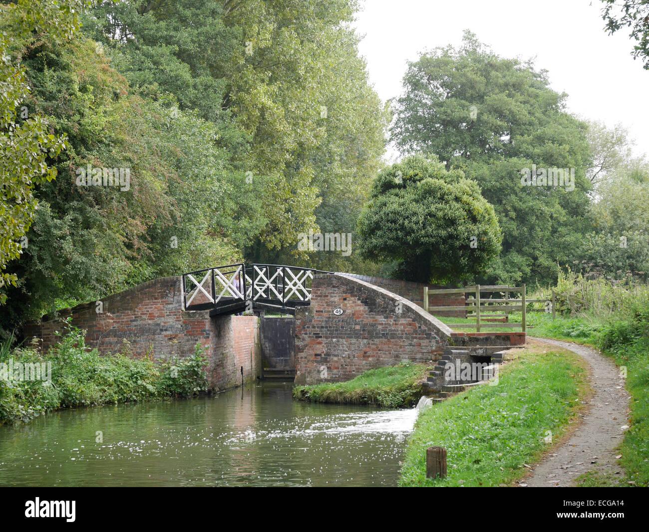 split cantilever bridge 46 Stratford canal Warwickshire England - Stock Image