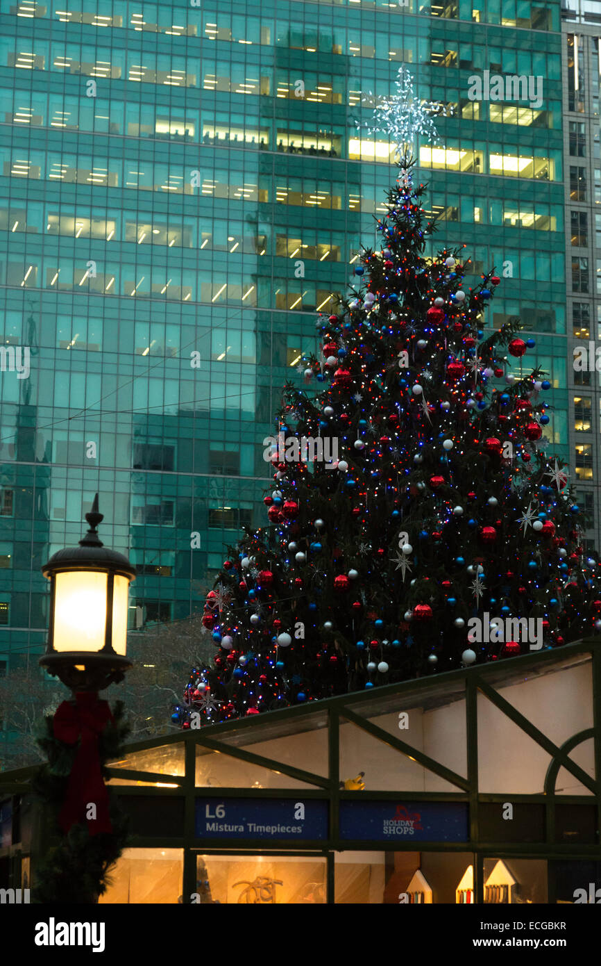bank of america winter village at bryant park nyc stock image - Bank Of America Christmas Eve Hours