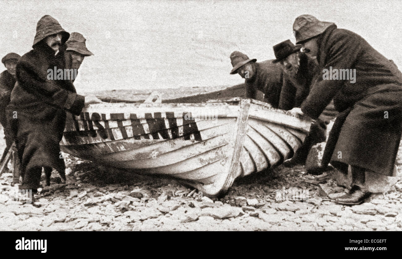 One of the lifeboats from the RMS Lusitania, sunk by a German U-boat in 1915, is hauled onto the beach on the coast - Stock Image