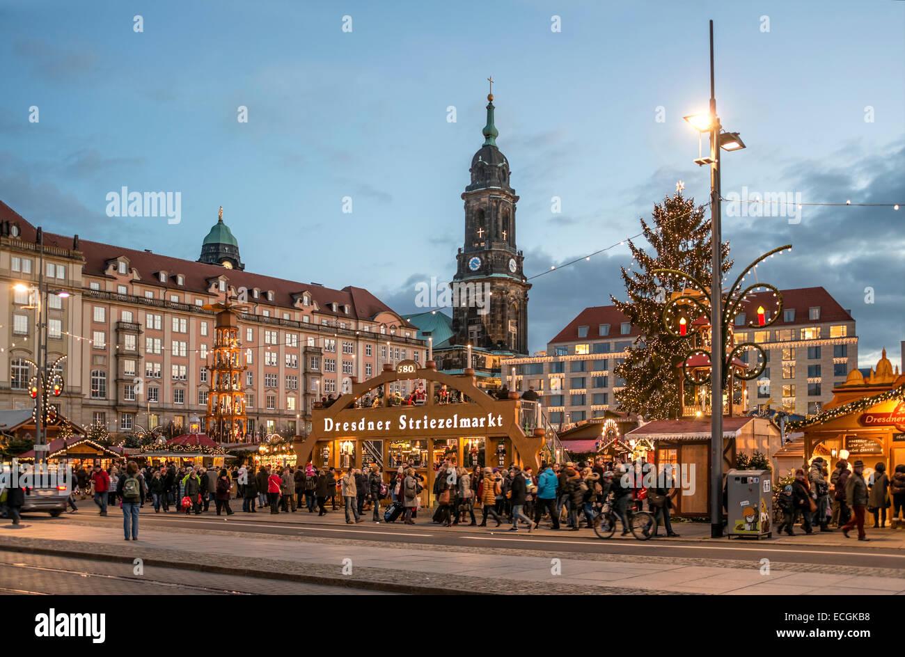Christmas Striezel market in Dresden, Saxony, Germany. | Dresdner (Striezelmarkt) Weihnachtsmarkt, Sachsen, Deutschland. - Stock Image