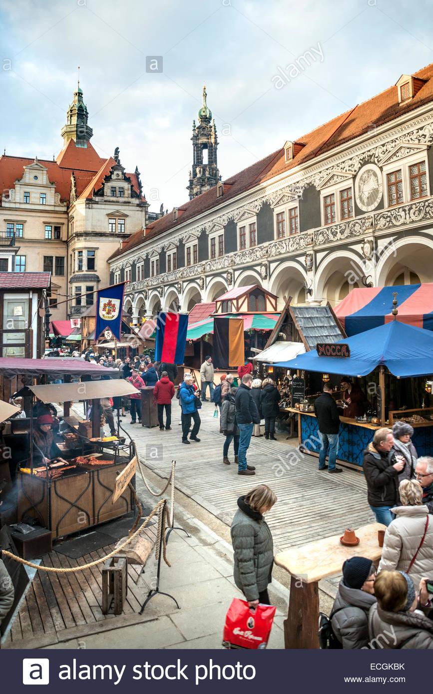 Christmas medieval market at the Dresden castle, Saxony, Germany.   Mittelalter Weihnachtsmarkt im Stallhof des - Stock Image