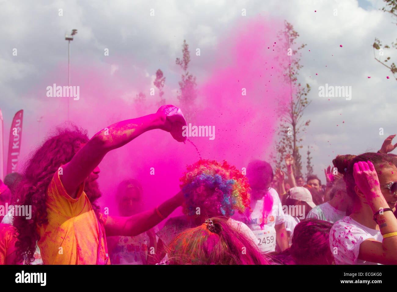 ISTANBUL TURKEY SEPTEMBER 14 2014 People have fun Istanbul Color Sky 5K. - Stock Image