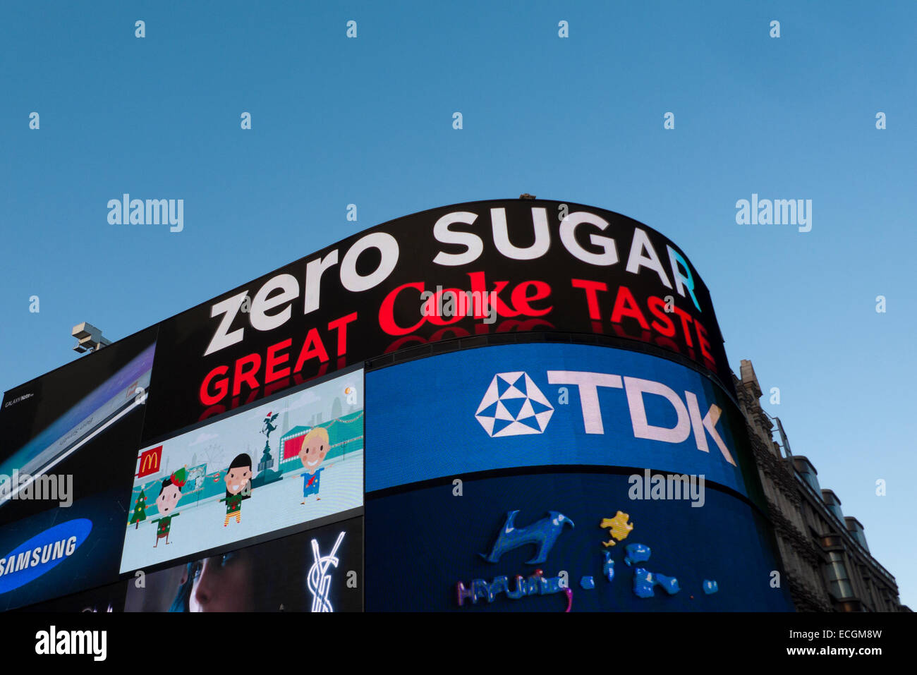 Zero Sugar Coke Coca-Cola neon advertisement on a building in Piccadilly Circus London, UK  KATHY DEWITT - Stock Image