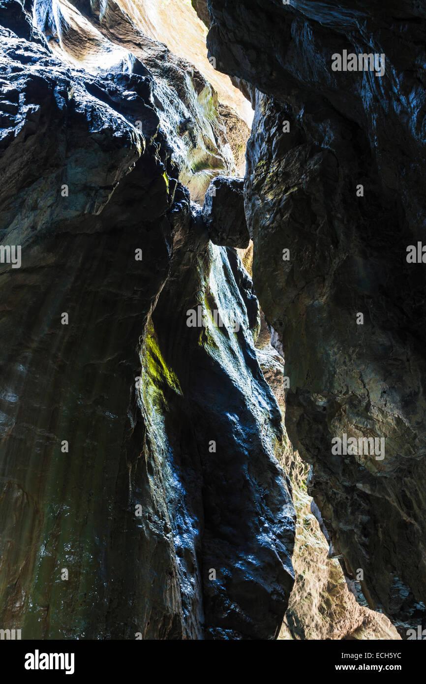 Boulder wedged between two rock faces, Partnachklamm, Garmisch-Partenkirchen, Upper Bavaria, Bavaria, Germany - Stock Image