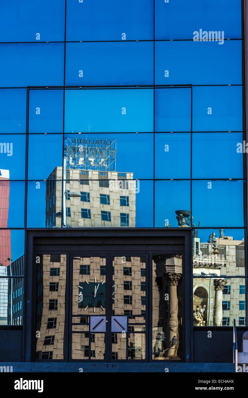Reflection Catalonia Plaza Hotel located in the Placa de Espana - Stock Image