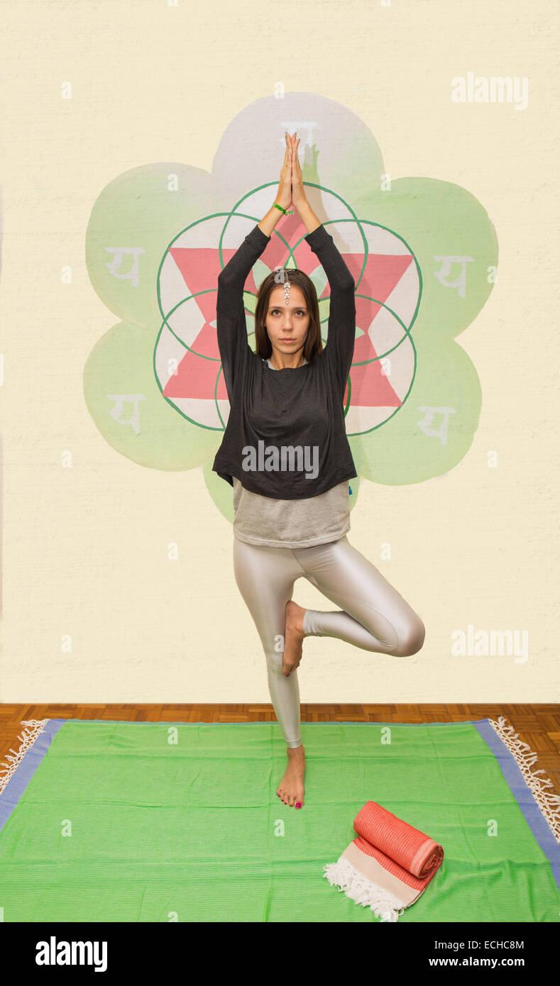 Women make yoga poses Stock Photo: 76600180 - Alamy