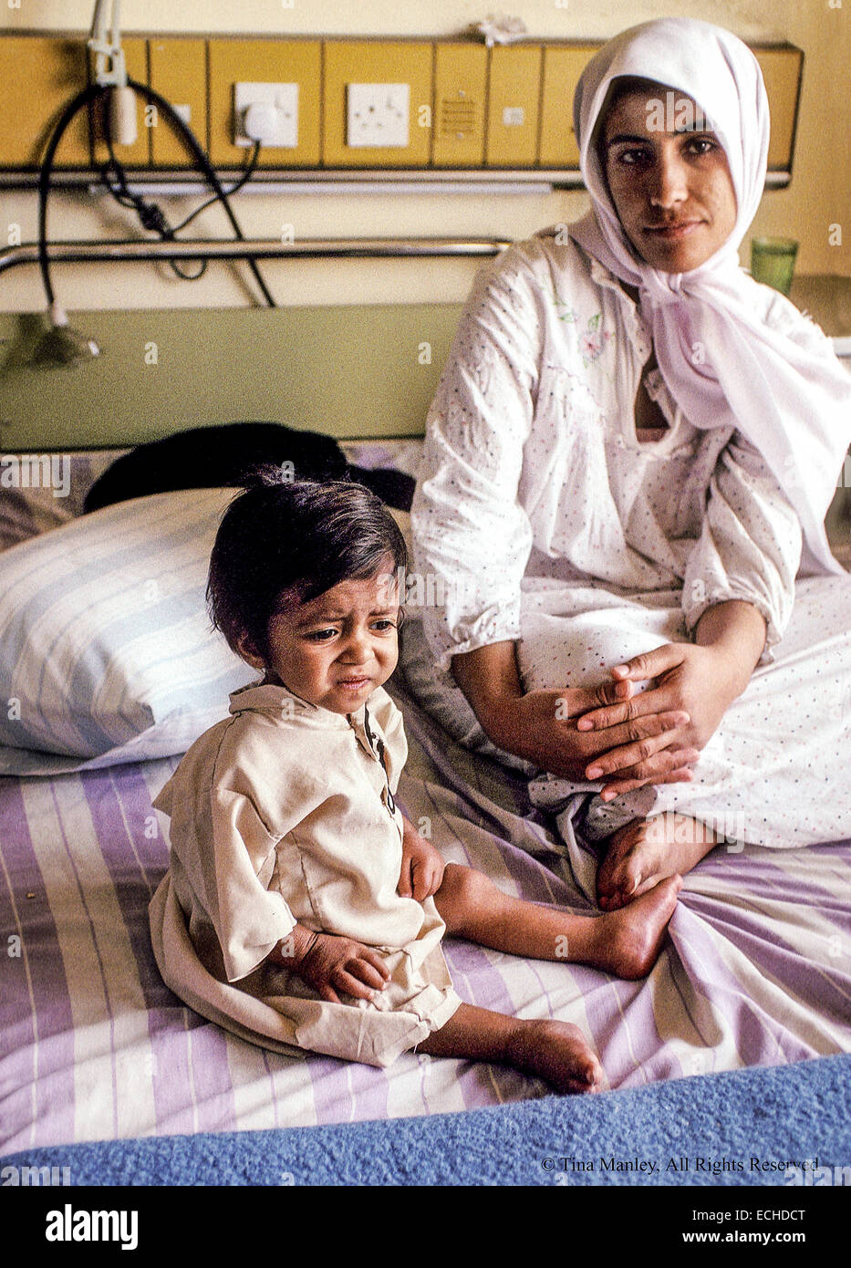 Muslim mother and baby in Saddam Central Teaching Hospital  in Baghdad, Iraq.  More babies are suffering from diarrhea - Stock Image