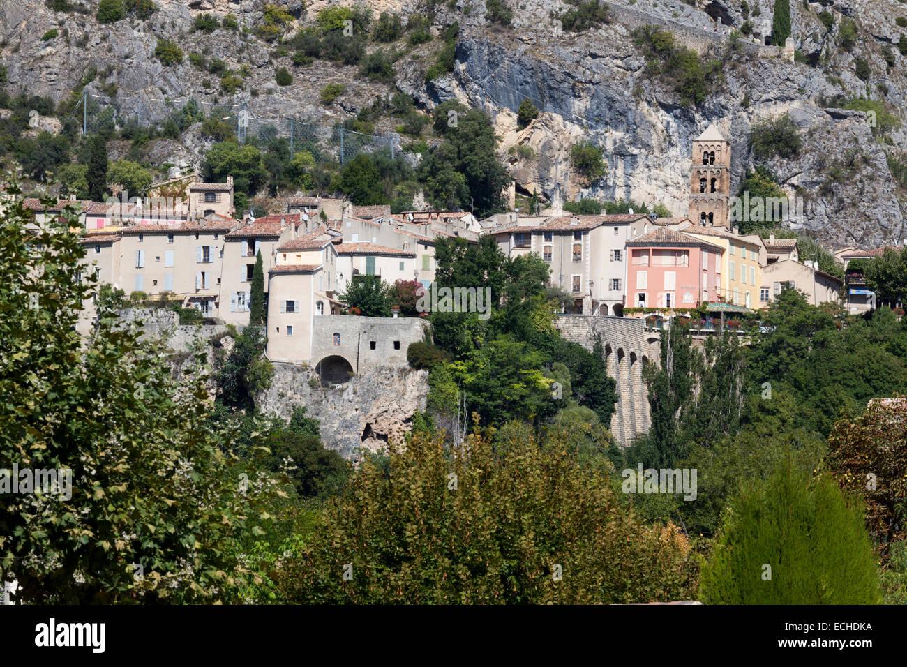A view of Moustiers Sainte Marie, a picturesque Provençal village (Haute Provence Alps - France). Vue de Moustiers - Stock Image