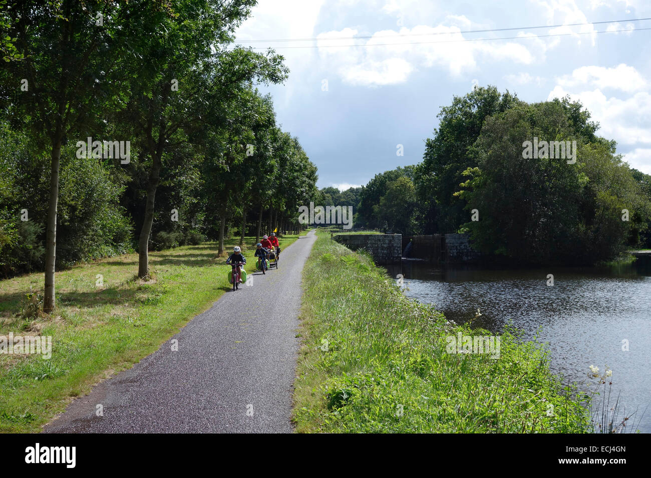 Cyclists on the Nantes- Brest Canal, Brittany France near Pontivy - Stock Image