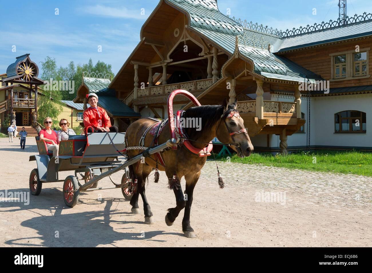 Russia, Verkhniye Mandrogi, A horse drawn carriage - Stock Image